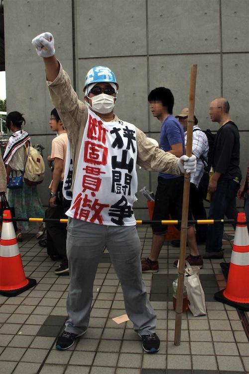 Il cosplay di un classico katsudōka (attivista)